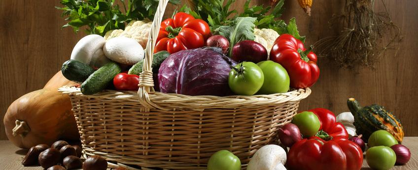 cesto  verdure fresche di stagione autunno